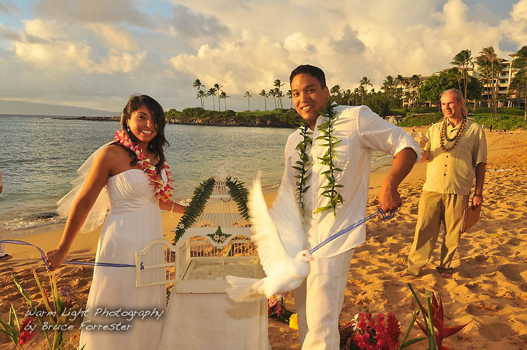 AlohaFunWeddings - Beach Ceremony with Doves